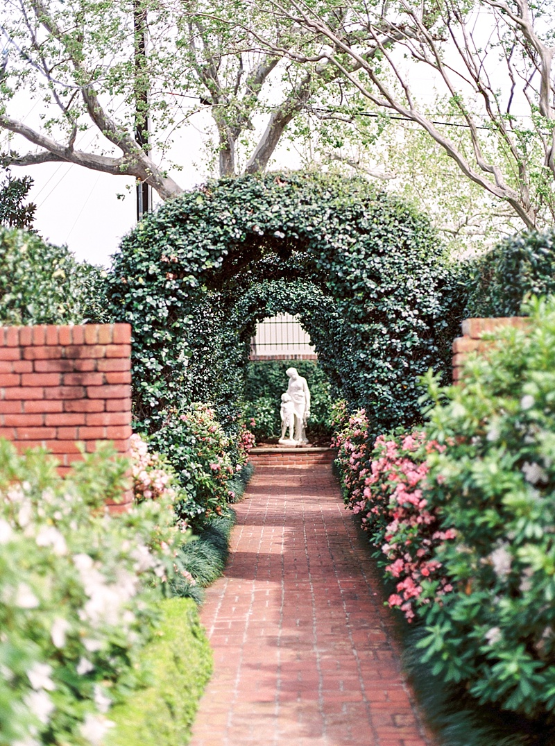Houston Wedding at River Oaks Garden Club Featured on Trendy
